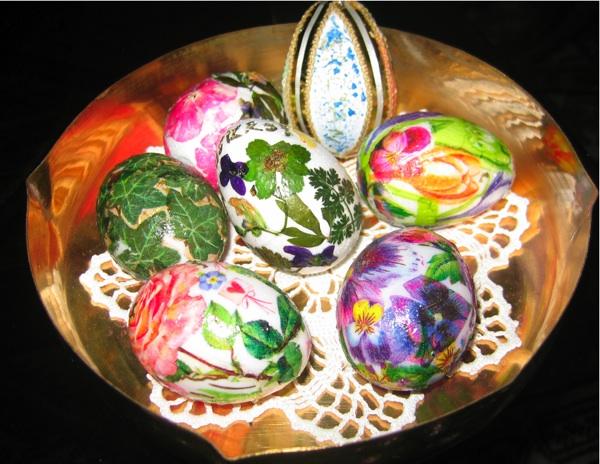 pisanci 03razni Jaja za Uskrs obojena biljem i ukrašena