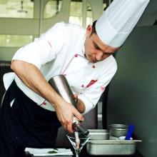 Chef Robert Slezak priprema sorbet i pjenicu od jagoda (Snimila Marina Filipović Marinshe / Acumen)